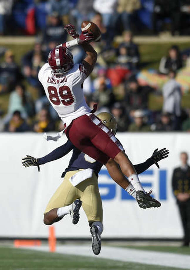 Temple wide receiver Keith Kirkwood (89) is unable to make a catch as Navy cornerback Jarid Ryan, back, defends during the first half of the American Athletic Conference championship NCAA college football game, Saturday, Dec. 3, 2016, in Annapolis, Md. (AP Photo/Nick Wass)