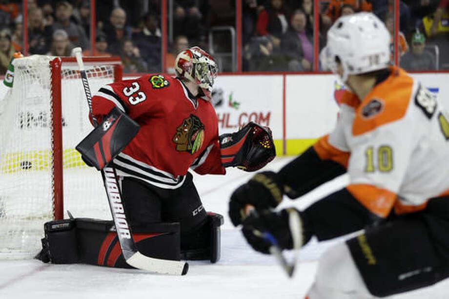 Philadelphia Flyers' Brayden Schenn, right, scores a goal against Chicago Blackhawks' Scott Darling during the second period of an NHL hockey game, Saturday, Dec. 3, 2016, in Philadelphia. (AP Photo/Matt Slocum)