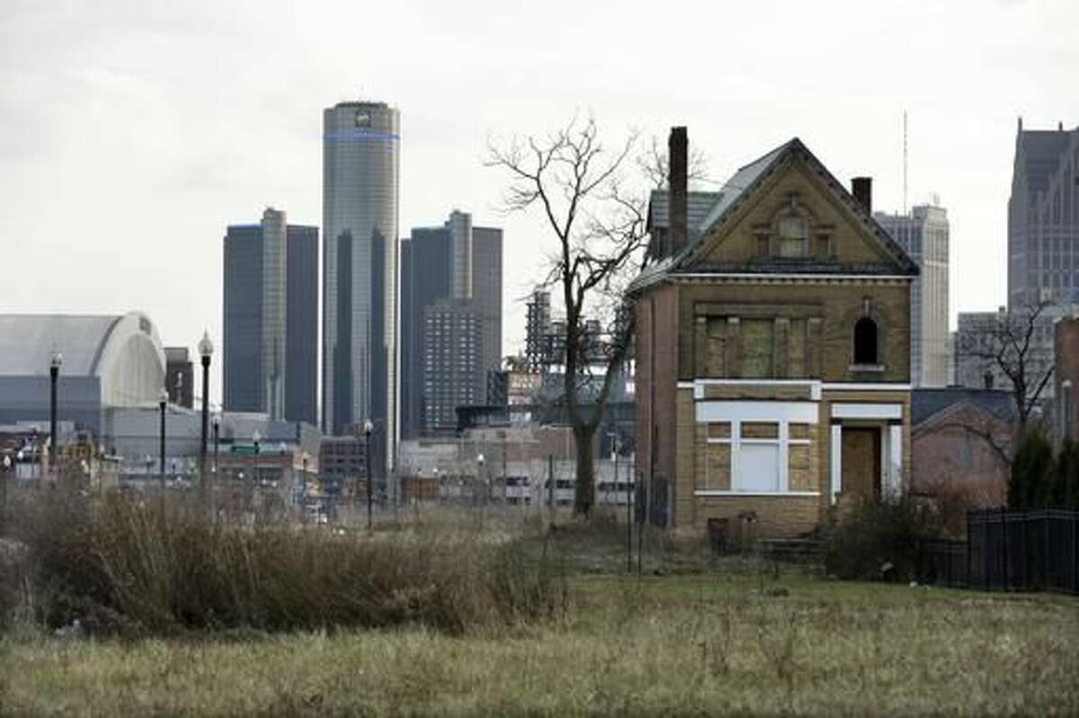 Here are 19 US cities where you can live comfortably on less than $50,000 a year.Detroit, MichiganMedian Household Income: $25,764