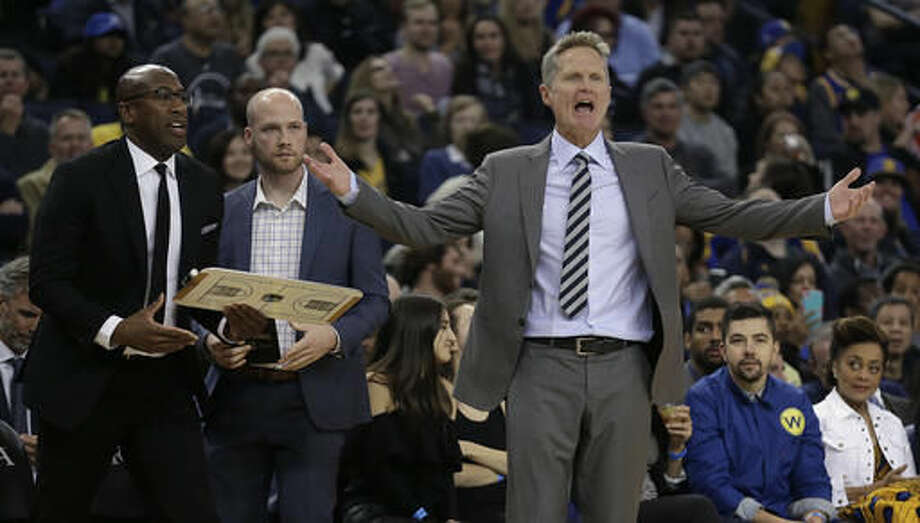 Golden State Warriors coach Steve Kerr, right, gestures during the first half of the team's NBA basketball game against the Phoenix Suns on Saturday, Dec. 3, 2016, in Oakland, Calif. (AP Photo/Ben Margot)