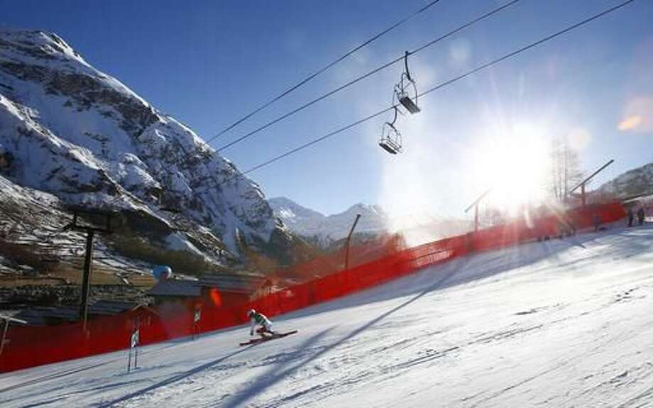 Switzerland's Carlo Janka speeds down the course during an alpine ski, men's World Cup giant slalom, in Val d'Isere, France, Sunday, Dec. 4, 2016. (AP Photo/Giovanni Auletta)