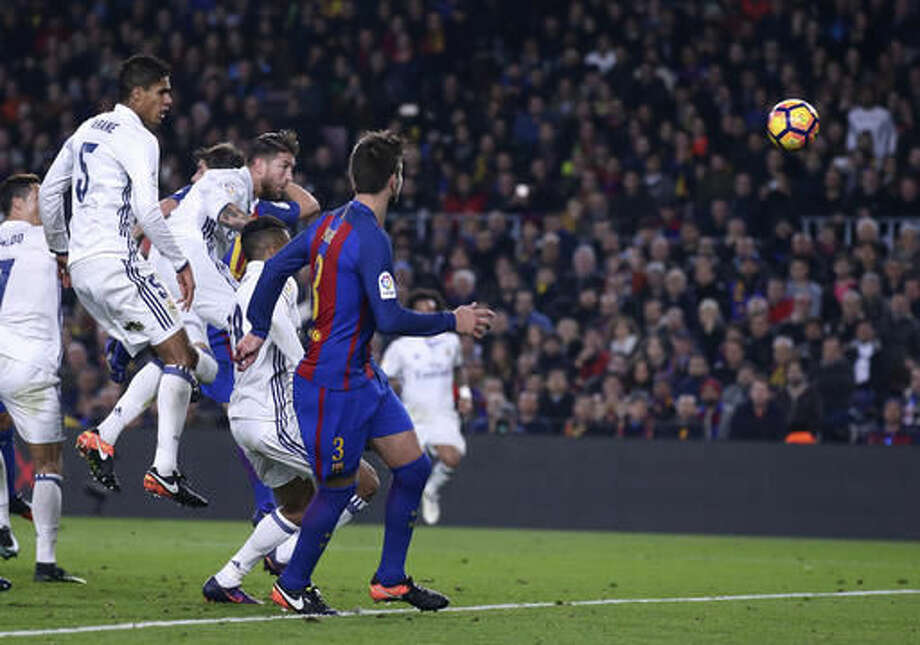 Real Madrid's Sergio Ramos, center left, scores his side's first goal during the Spanish La Liga soccer match between FC Barcelona and Real Madrid at the Camp Nou in Barcelona, Spain, Saturday, Dec. 3, 2016. (AP Photo/Manu Fernandez)