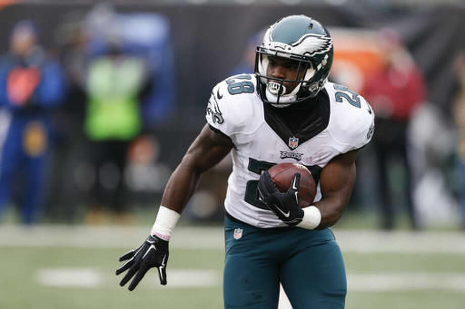 Philadelphia Eagles running back Wendell Smallwood runs the ball in the first half of an NFL football game against the Cincinnati Bengals, Sunday, Dec. 4, 2016, in Cincinnati. (AP Photo/Gary Landers)