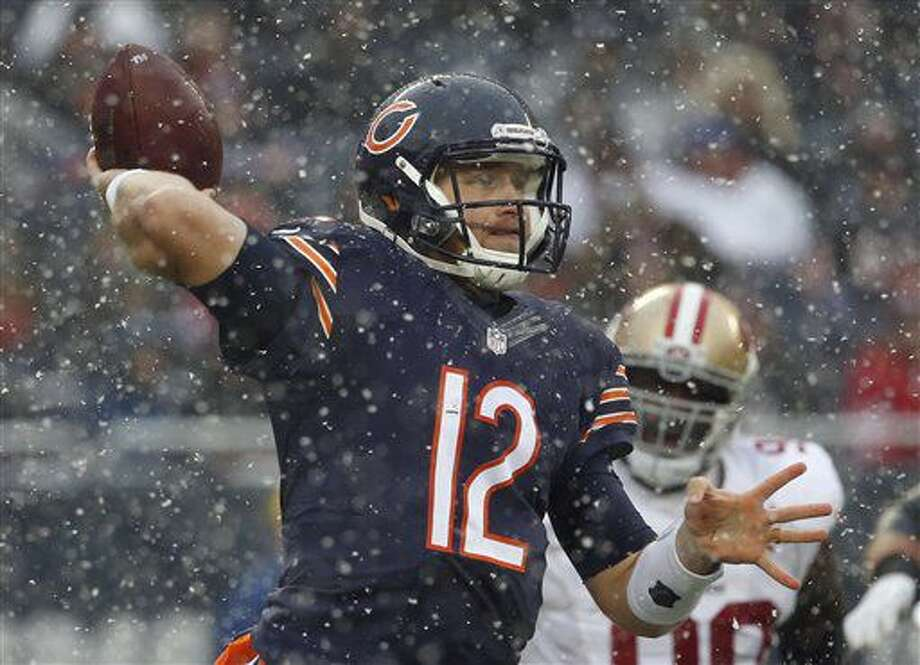 Chicago Bears quarterback Matt Barkley (12) throws a pass during the first half of an NFL football game against the San Francisco 49ers, Sunday, Dec. 4, 2016, in Chicago. (AP Photo/Nam Y. Huh)