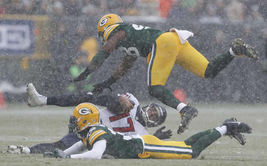 Houston Texans' Brock Osweiler runs for a first down during the first half of an NFL football game against the Green Bay Packers Sunday, Dec. 4, 2016, in Green Bay, Wis. (AP Photo/Matt Ludtke)