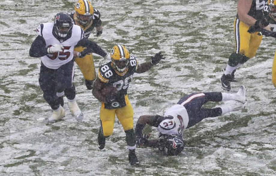 Green Bay Packers' Ty Montgomery gets past Houston Texans' Benardrick McKinney for a first down during the second half of an NFL football game Sunday, Dec. 4, 2016, in Green Bay, Wis. (AP Photo/Morry Gash)