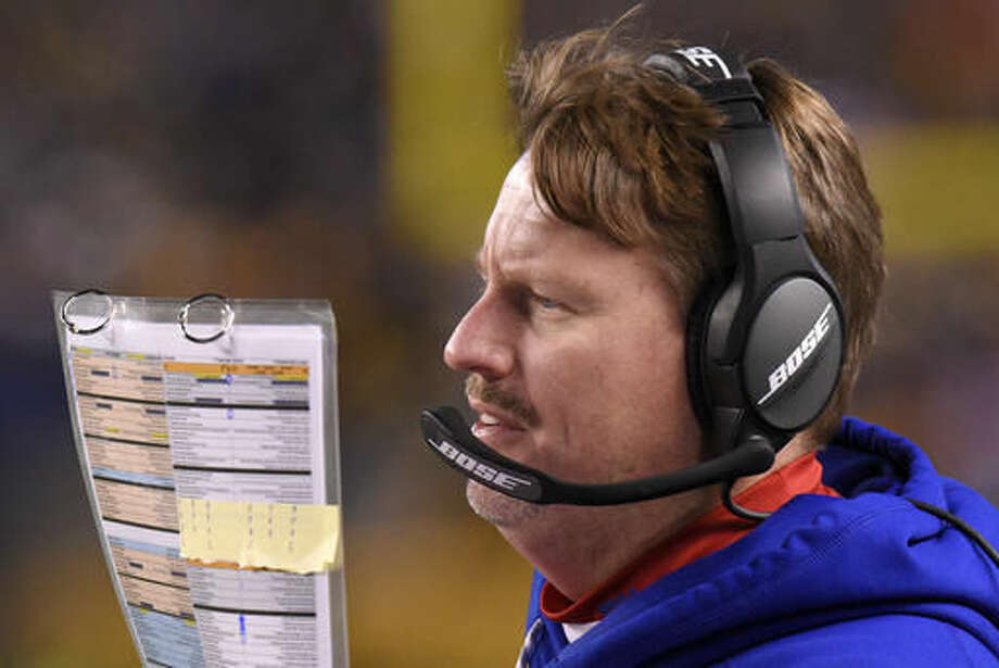 New York Giants head coach Ben McAdoo stands on the sideline during the first half of an NFL football game against the Pittsburgh Steelers in Pittsburgh, Sunday, Dec. 4, 2016. (AP Photo/Don Wright)