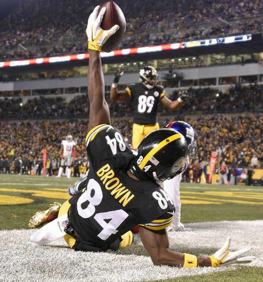 Pittsburgh Steelers wide receiver Antonio Brown (84) celebrates after catching a touchdown pass during the first half of an NFL football game against the New York Giants in Pittsburgh, Sunday, Dec. 4, 2016. (AP Photo/Don Wright)