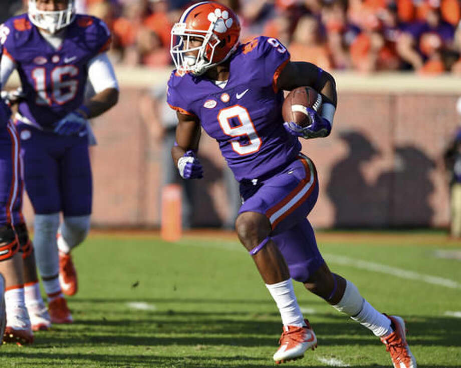 Clemson's Wayne Gallman rushes out of the backfield for a long gain during the first half of an NCAA college football game against Syracuse, Saturday, Nov. 5, 2016, in Clemson, S.C. (AP Photo/Richard Shiro)
