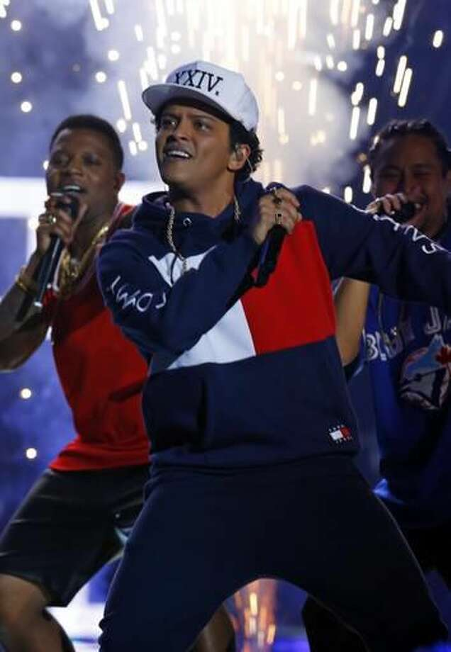 """FILE - In this Nov. 6, 2016 file photo, Bruno Mars performs during the MTV European Music Awards 2016, in Rotterdam, Netherlands. Mars' newest album, """"24K Magic,"""" comes out on Friday, Nov. 18. (AP Photo/Peter Dejong, File)"""