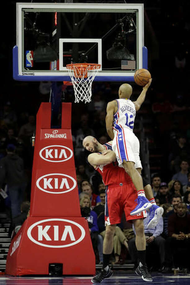 Philadelphia 76ers' Gerald Henderson, right, goes up for a shot over Washington Wizards' Marcin Gortat during the first half of an NBA basketball game, Wednesday, Nov. 16, 2016, in Philadelphia. (AP Photo/Matt Slocum)