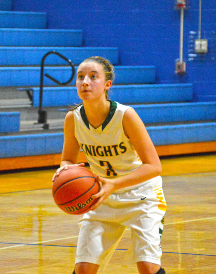 MELHS guard Sami Kasting prepares to attempt a shot in the first quarter.