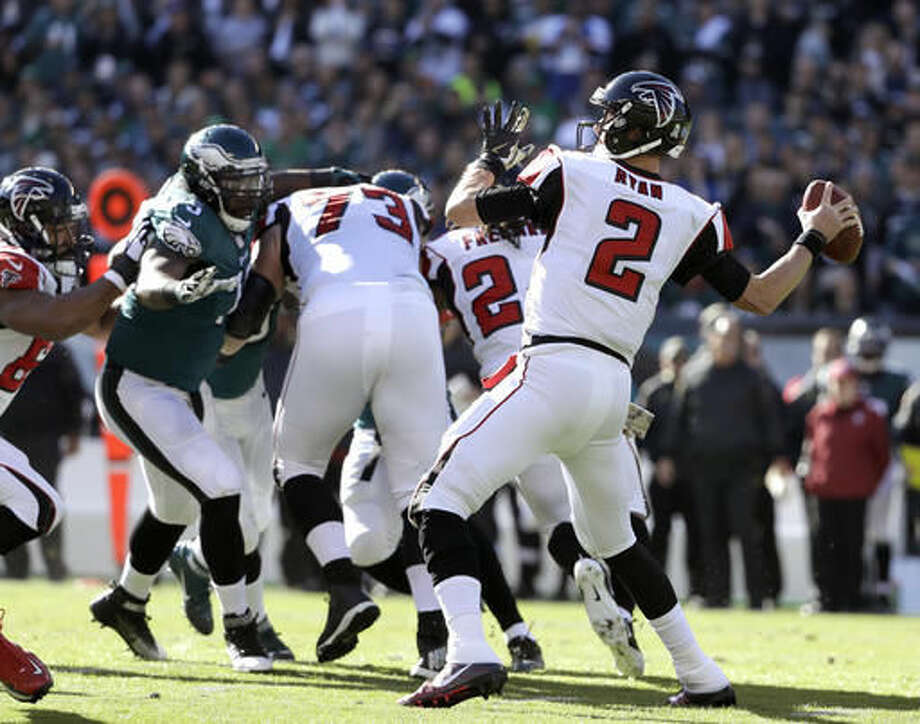 Atlanta Falcons' Matt Ryan passes during the first half of an NFL football game against the Philadelphia Eagles, Sunday, Nov. 13, 2016, in Philadelphia. (AP Photo/Matt Rourke)