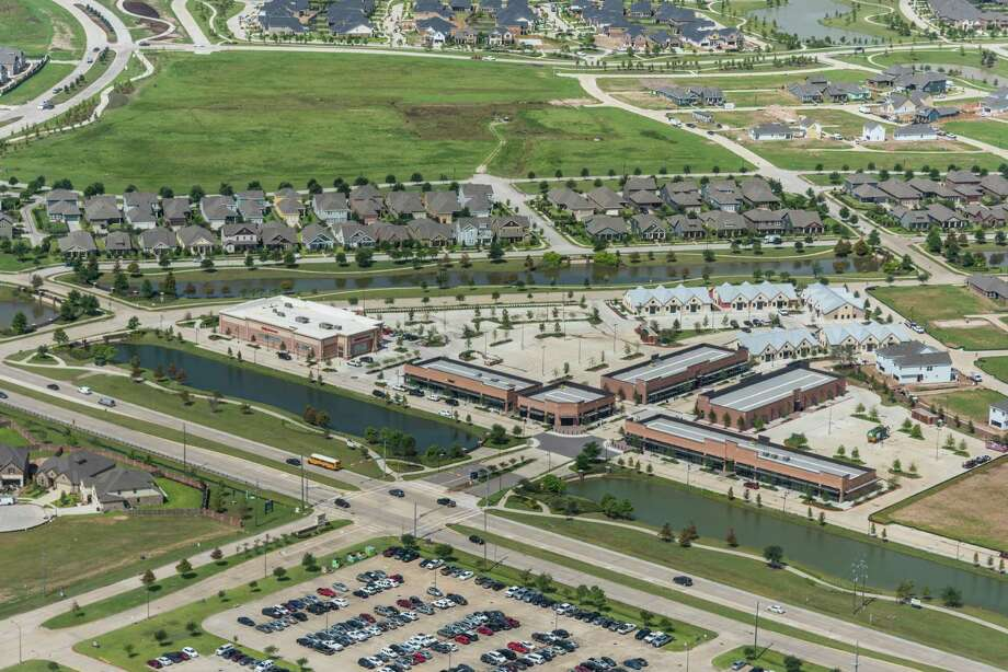 Lakeland Village Center, the first of several planned village center retail/dining/medical office developments in the Bridgeland master-planned community, contains more than 84,000 square feet on two acres next to Lakeland Heights. Photo: The Howard Hughes Corp. / Ted Washington