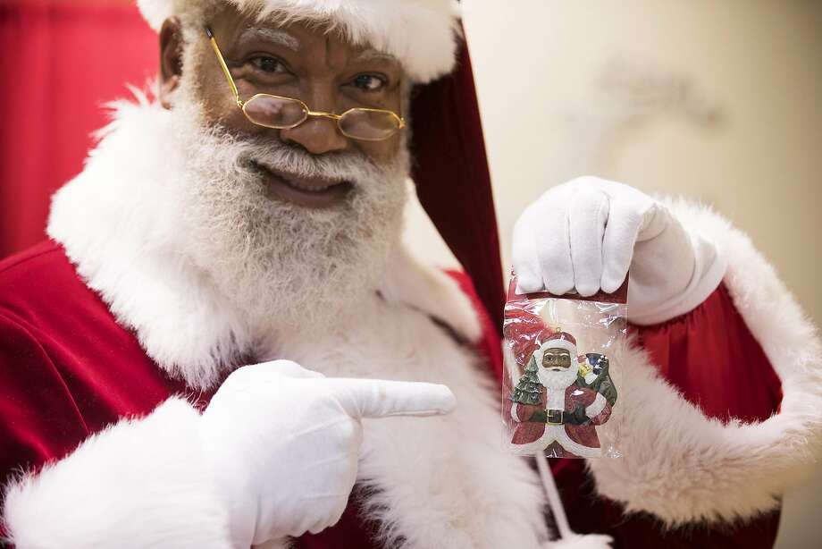 Larry Jefferson is playing Santa at Mall of America, the center's first African American Santa. Photo: Leila Navidi, TNS