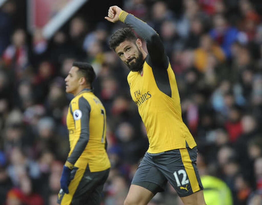 Arsenal's Olivier Giroud celebrates after scoring during the English Premier League soccer match between Manchester United and Arsenal at Old Trafford in Manchester, England, Saturday, Nov. 19, 2016. (AP Photo/Rui Vieira)