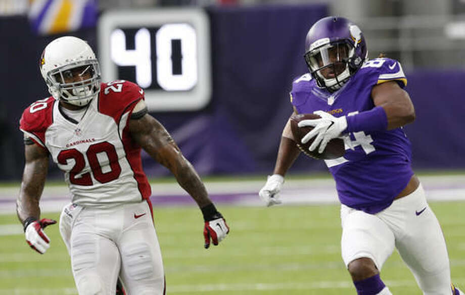 Minnesota Vikings wide receiver Cordarrelle Patterson, right, runs from Arizona Cardinals outside linebacker Deone Bucannon (20) after making a reception during the first half of an NFL football game, Sunday, Nov. 20, 2016, in Minneapolis. (AP Photo/Jim Mone)