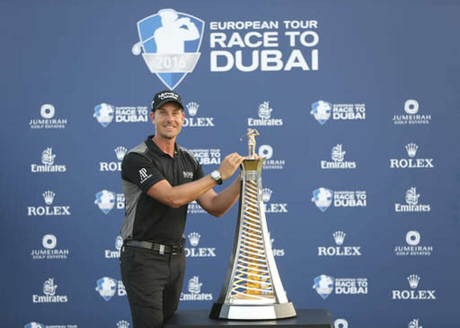 Henrik Stenson poses with the trophy after he won the Race to Dubai at the Jumeirah Golf Estates in Dubai, United Arab Emirates, Sunday, Nov. 20, 2016. (AP Photo/Kamran Jebreili)