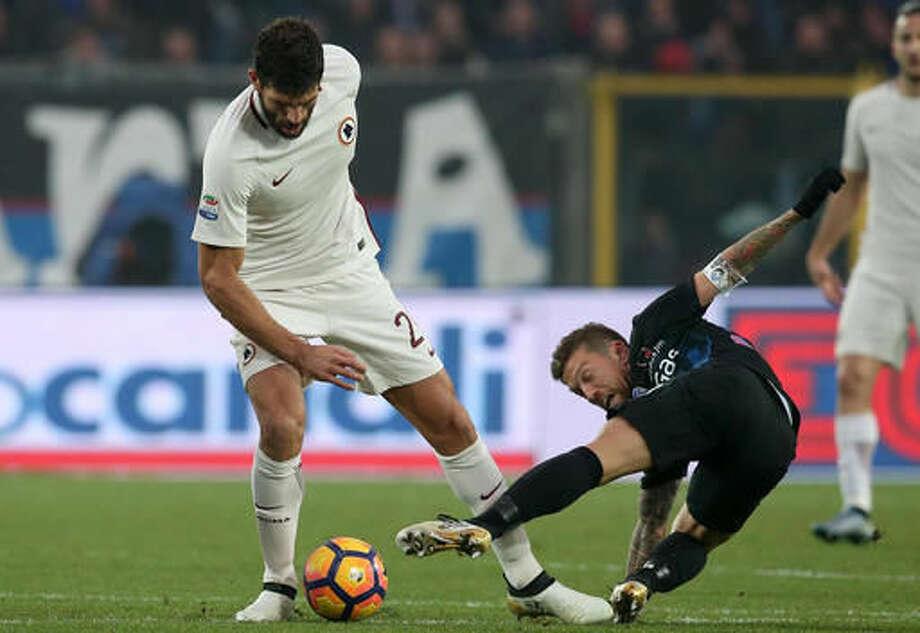 Atalanta's Alejandro Gomez, right, tackles Roma's Federico Fazio during the Italian Serie A soccer match between Atalanta and Roma at Atleti Azzurri d'Italia stadium in Bergamo, Italy, Sunday, Nov. 20, 2016(Paolo Magni /ANSA via AP)