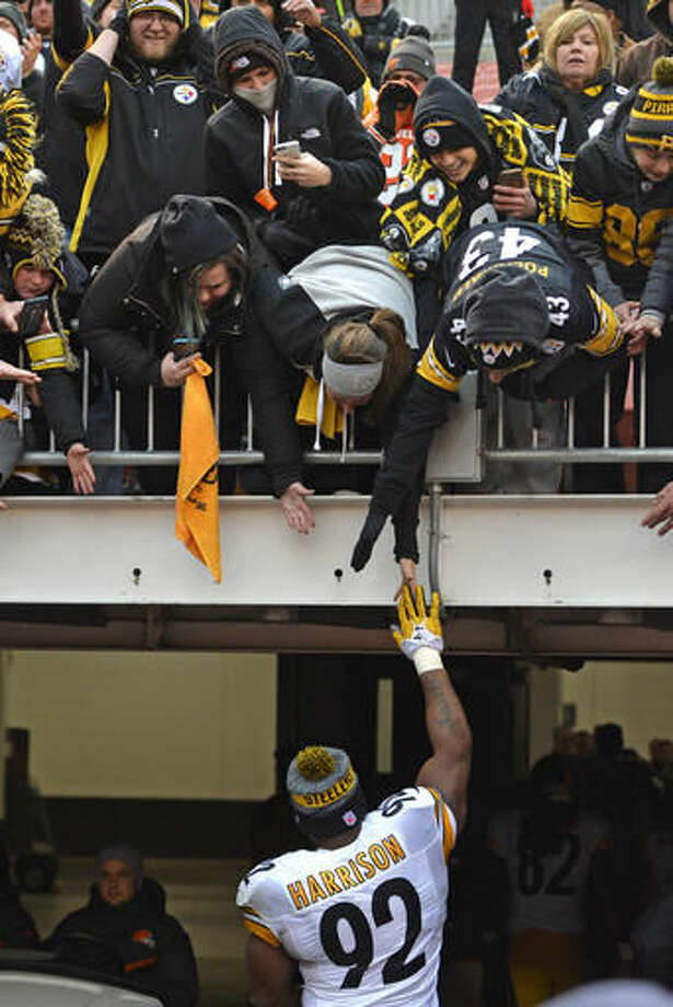Pittsburgh Steelers outside linebacker James Harrison (92) walks off the field following a 24-9 win over the Cleveland Browns in an NFL football game in Cleveland, Sunday, Nov. 20, 2016. (AP Photo/David Richard)