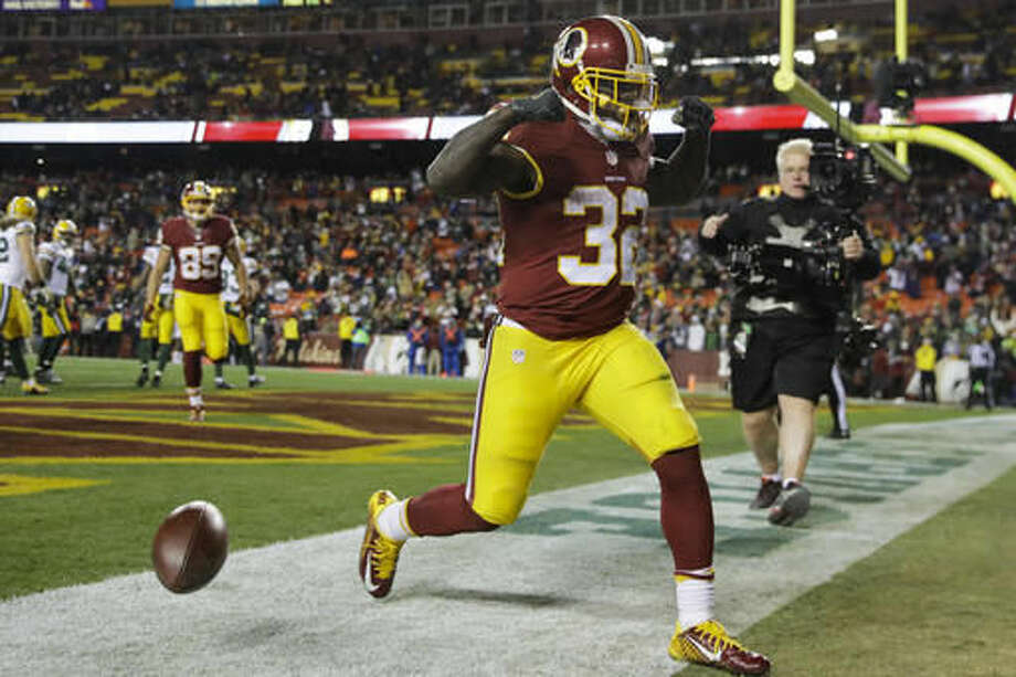 Washington Redskins running back Rob Kelley (32) celebrates his touchdown during the second half of an NFL football game against the Green Bay Packers in Landover, Md., Sunday, Nov. 20, 2016. The Redskins defeated the Packer 42-24. (AP Photo/Patrick Semansky)