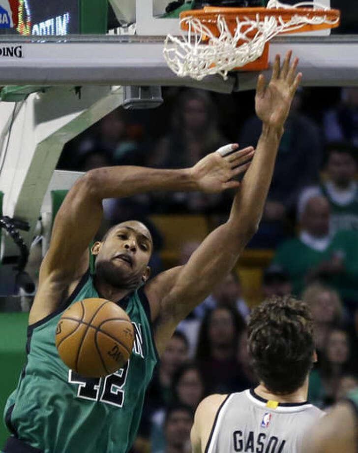 Spurs Top Boston 109 103 Leonard 25 Points 10 Rebounds
