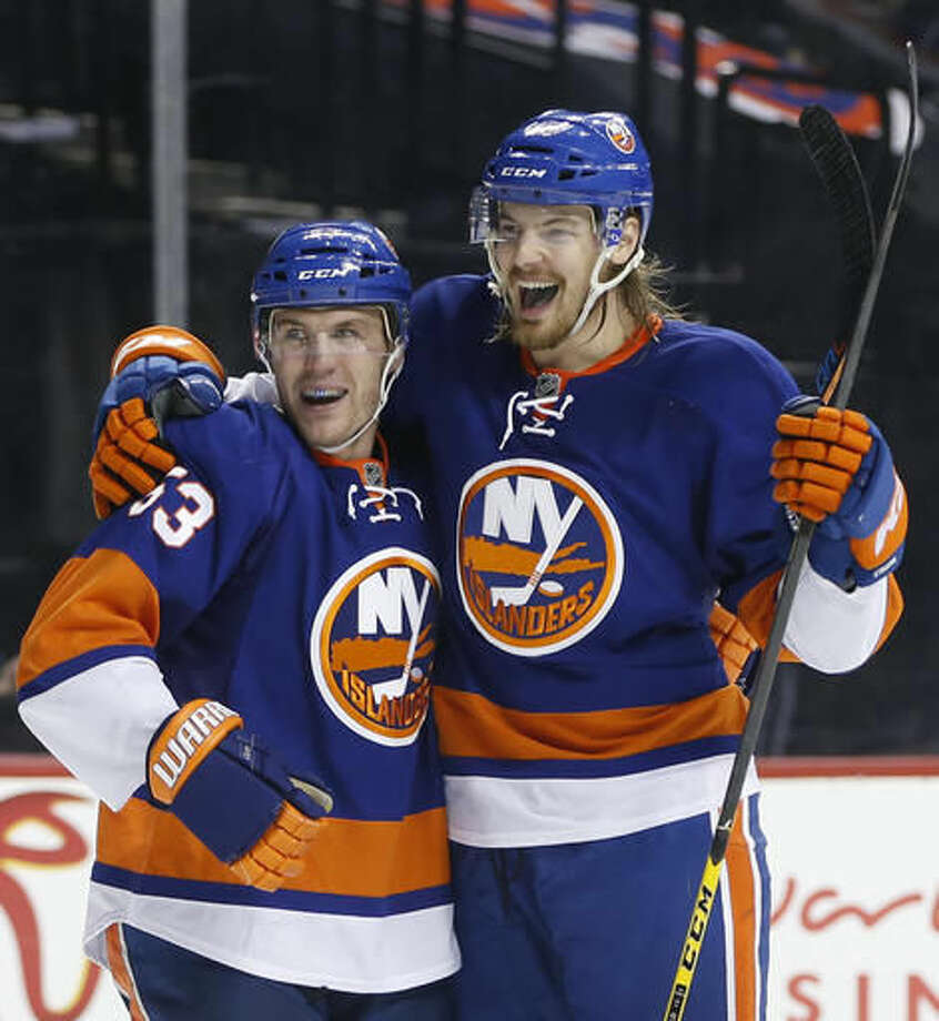 sports shoes 8c818 5cfe5 Lee scores with 27 seconds left, Islanders beat Penguins 5-3 ...