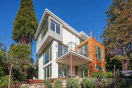 1406 Hawthorne Terrace in Berkeley is a newly built four bedroom contemporary with three luxurious living levels and roughly 3,500 square feet of living space.�