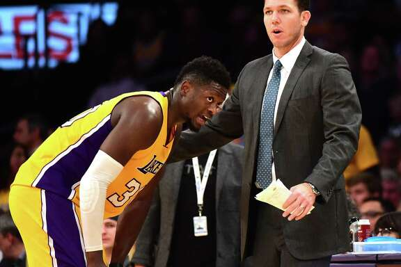LOS ANGELES, CA - DECEMBER 05:  Head Coach Luke Walton of the Los Angeles Lakers talks with Julius Randle #30 during the second half of a 107-101 Jazz win at Staples Center on December 5, 2016 in Los Angeles, California.  NOTE TO USER: User expressly acknowledges and agrees that, by downloading and or using this photograph, User is consenting to the terms and conditions of the Getty Images License Agreement.