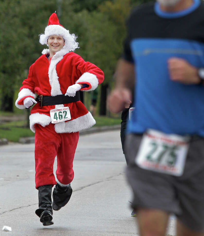 It's time to dust off the Santa suit and hit the road Saturday for the Jingle Bell Run benefiting The Arthritis Foundation. Photo: Melissa Phillip, Staff / © 2015 Houston Chronicle