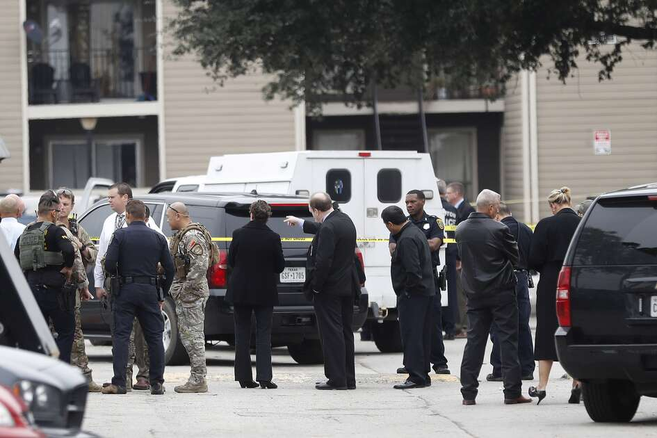 A police shot and wounded an apparent robbery suspect about 11 a.m. Wednesday, Dec. 7, 016, at 16250 Imperial Valley Drive in Houston Houston (Karen Warren/Houston Chronicle)