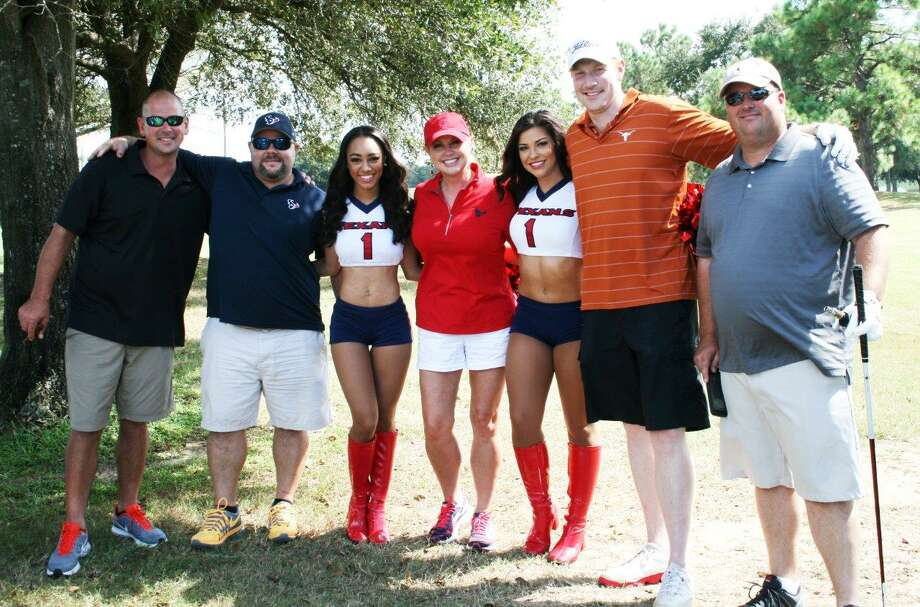 Associa employees along with vendors and community management professionals take part in the fundraiser on Oct. 7 at The Golf Club at Cinco Ranch in Katy. Photo: Principal Management Group