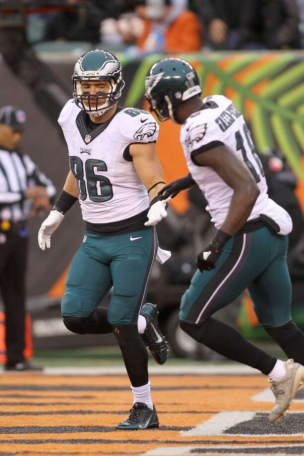 CINCINNATI, OH - DECEMBER 4:  Zach Ertz #86 of the Philadelphia Eagles is congratulated by Dorial Green-Beckham #18 of the Philadelphia Eagles after scoring a touchdown during the third quarter at Paul Brown Stadium on December 4, 2016 in Cincinnati, Ohio. (Photo by John Grieshop/Getty Images) Photo: John Grieshop/Getty Images
