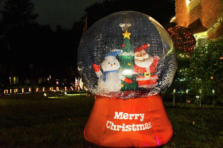 the christmas spirit is in full swing in the prestonwood forest neighborhood in northwest houston - Prestonwood Forest Christmas Lights