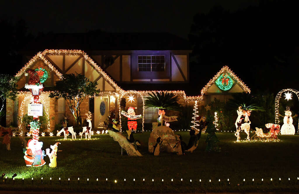 Prestonwood Forest neighborhood lights up the holidays - Houston ...