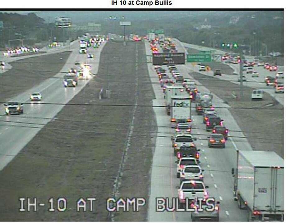 I-10 open after jackknifed big rig causes major traffic
