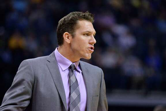 Los Angeles Lakers head coach Luke Walton calls to players in the second half of an NBA basketball game Saturday, Dec. 3, 2016, in Memphis, Tenn. (AP Photo/Brandon Dill)