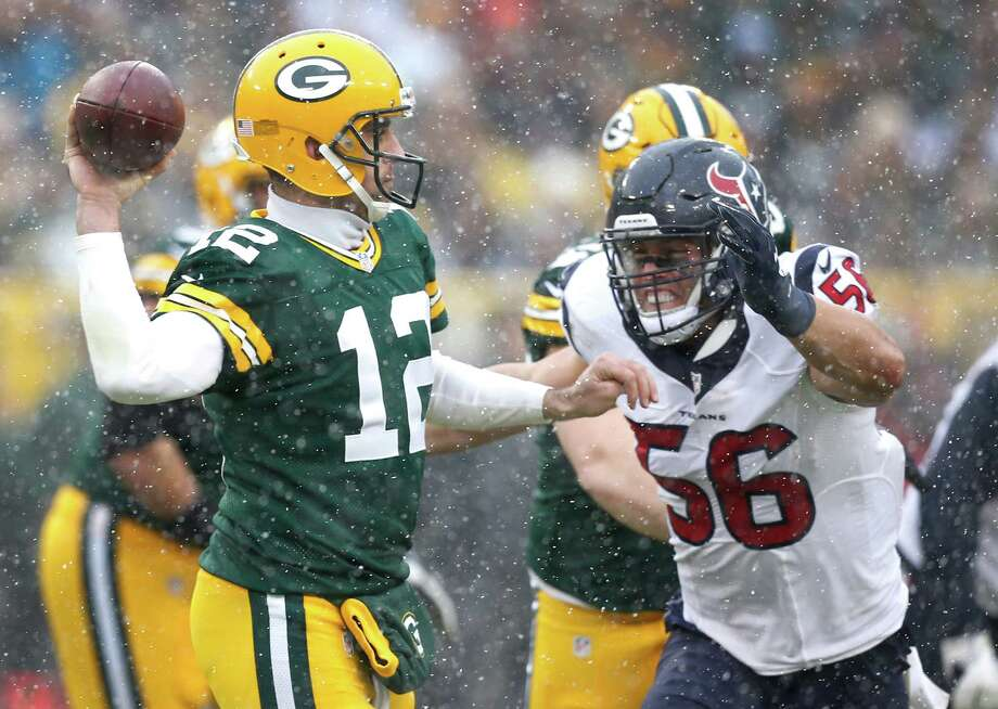 Brian Cushing, right, applying the heat at chilly Lambeau Field, has two broken bones in his back. Photo: Brett Coomer, Staff / © 2016 Houston Chronicle