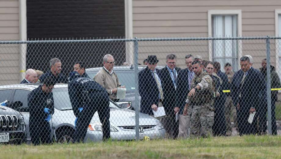 Houston Police investigate a fatal shooting that erupted during an undercover operation in far north Houston that targeted armored car heists. One attacker died in a shootout and four others were arrested.  Photo: Karen Warren, Staff Photographer / 2016 Houston Chronicle