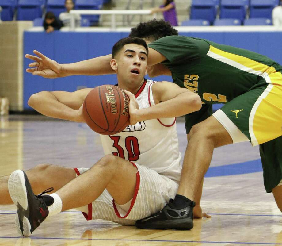 Stevens Jonathan Salazar looks to pass as he is trapped by a Holmes player from the District 28-6A boys basketball opener between Holmes and Stevens at the Northside ISD gymnasium on Wednesday, December 7, 2016. Photo: Ron Cortes, Freelance / For The San Antonio Express-News / Ronald Cortes / Freelance