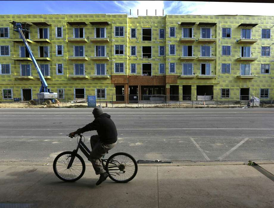 The still-under-construction Riviera apartment complex at 1130 Broadway just north of downtown is seen Wednesday, Jan. 13, 2016. Photo: WILLIAM LUTHER, Staff / San Antonio Express-News / © 2016 San Antonio Express-News