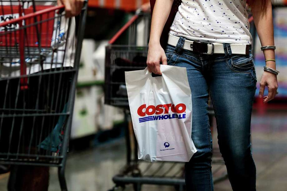 A customer carries a shopping bag inside a Costco Wholesale Corp. store in Miami, Florida, U.S., on Monday, Dec. 5, 2016. Costco Wholesale Corp. is scheduled to release earnings figures on December 8. Photographer: Scott McIntyre/Bloomberg Photo: Scott McIntyre, Bloomberg / © 2016 Bloomberg Finance LP