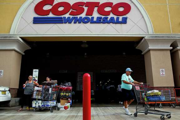 Customers push shopping carts while exiting a Costco Wholesale Corp. store in Miami, Florida, U.S., on Monday, Dec. 5, 2016. Costco Wholesale Corp. is scheduled to release earnings figures on December 8. Photographer: Scott McIntyre/Bloomberg