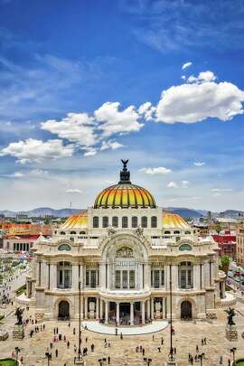 The Palacio de Bellas Artes is a concert hall and museum that was built in 1934.