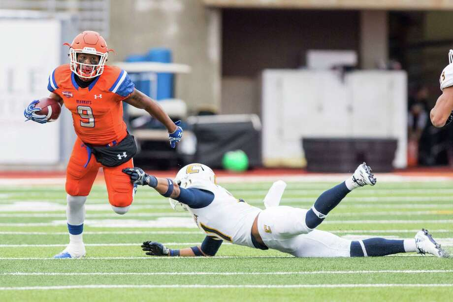 Receiver Yedidiah Louis and Sam Houston State figure to have the Southland Conference's most potent offense once again with all of their key cogs back. Photo: Joe Buvid, Freelance / © 2016 Joe Buvid