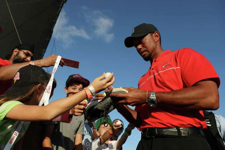 NASSAU, BAHAMAS - DECEMBER 04:  Tiger Woods of the United States signs autographs for young fans following the final round of the Hero World Challenge at Albany, The Bahamas on December 4, 2016 in Nassau, Bahamas.  (Photo by Christian Petersen/Getty Images)