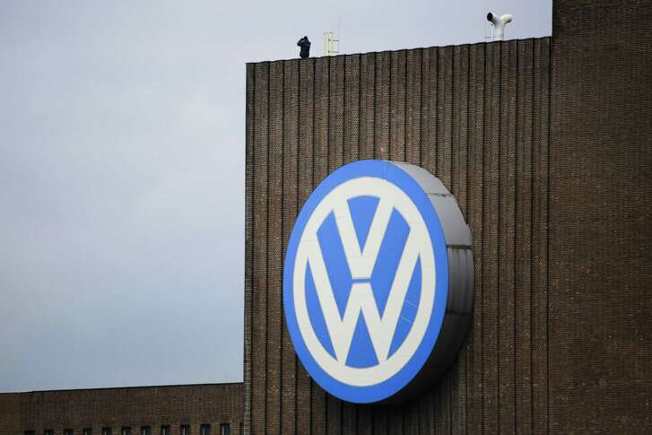 The U.S. Federal Trade Commission is seeking to further question Volkswagen officials about the destruction of mobile phones during the probe of emission cheating. For its part, European Union is starting legal action against Britain, Germany, Spain and Luxembourg for not imposing penalties against Volkswagen.