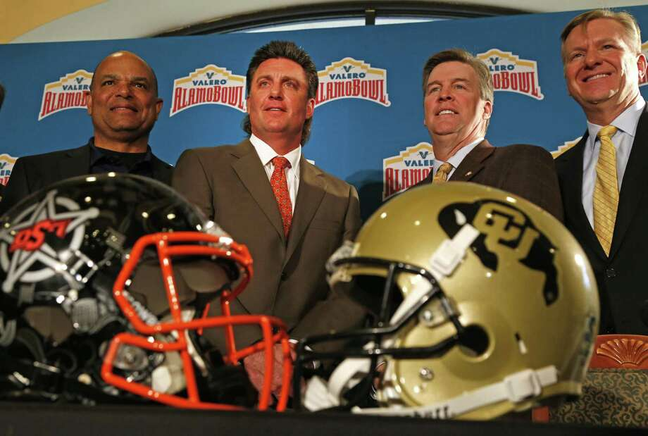 Coaches for the Valero Alamo Bowl — Oklahoma State's Mike Gundy (left) and Colorado's Mike MacIntyre — conduct their first news conference at The Club at Sonterra on Dec. 8, 2016. On far left is Lamont Jefferson and on far right is Gary Simmons. Photo: Ron Cortes /For The Express-News / Freelance