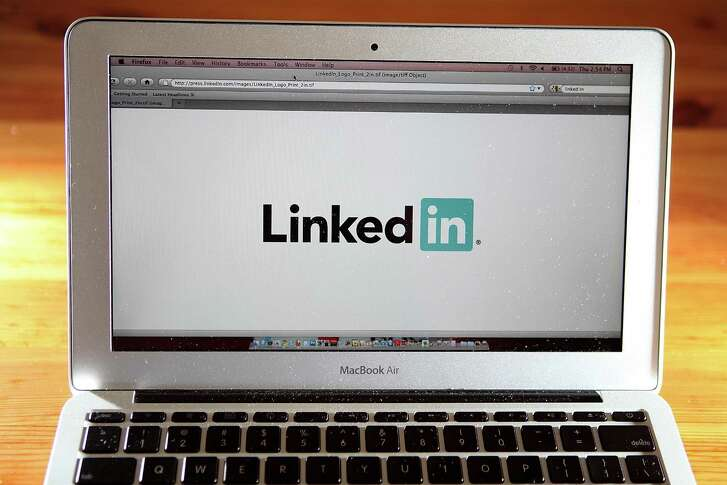 Microsoft announced Thursday that it had completed its $26.2 billion acquisition of LinkedIn, the social network for professionals.