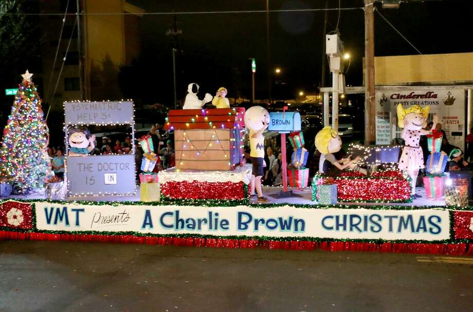 the vidal mtrevino school of communications and fine arts float a charlie brown - How To Decorate A Christmas Parade Float